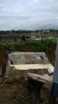 La pluie diluvienne qui s'est abattue sur Abidjan a tué huit personnes et causé de nombreux dégâts matériels