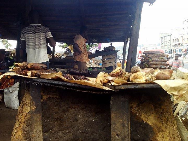 A l'approche du barbecue artisanal d'où l'on pouvait voir le Choukouyta fumant, enduit d'huile animale, l'envie allait croissant.