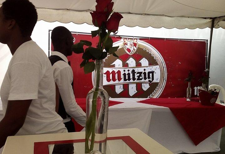 Brassée localement, la nouvelle marque de bière de Brassivoire, Mützig a été dévoilée au public ivoirien au cours d'une conférence de presse, suivie d'une séance de dégustation