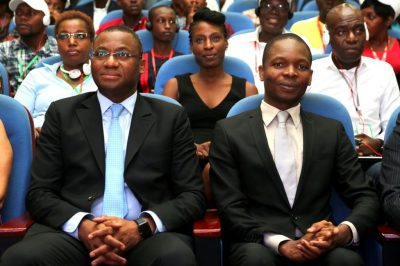Sidi Tiémoko Touré, ministre ivoirien de la jeunesse, de l'emploi et du service civique et l'Administrateur de l'Agence Emploi Jeunes lors de la cérémonie de clôture de la 3e édition de la Semaine Nationale de l'Emploi