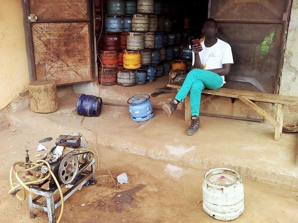 90 % des taxis communaux de Bouaké utilisent le gaz butane subventionné par l'Etat et destiné aux ménages en remplacement du carburant conventionnel.